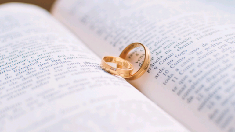 Writing Your Own Vows For Your Vow Renewal Ceremony – How to Get Started!