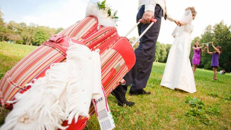 A Bride/Groom Guide to Packing for Your Destination Wedding
