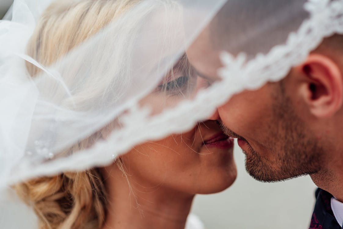 groom-and-bride-kissing